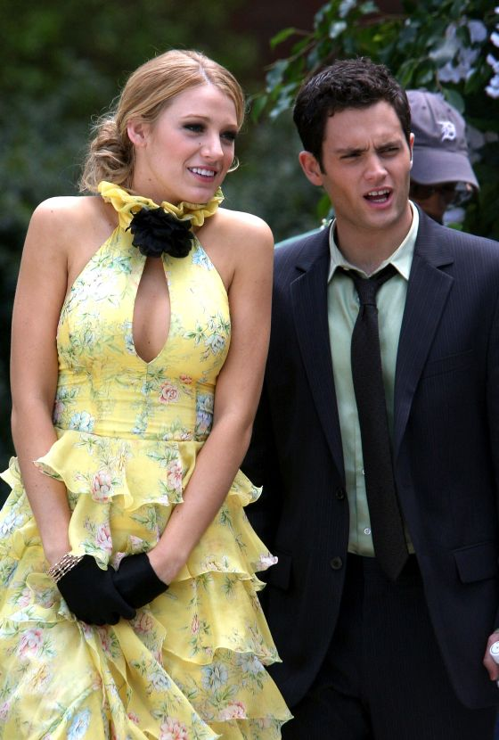 blake-lively-wedding-gossip-girl-season-one-finale-2008-yellow-blue-dress-ralph-lauren-halter-dress-0
