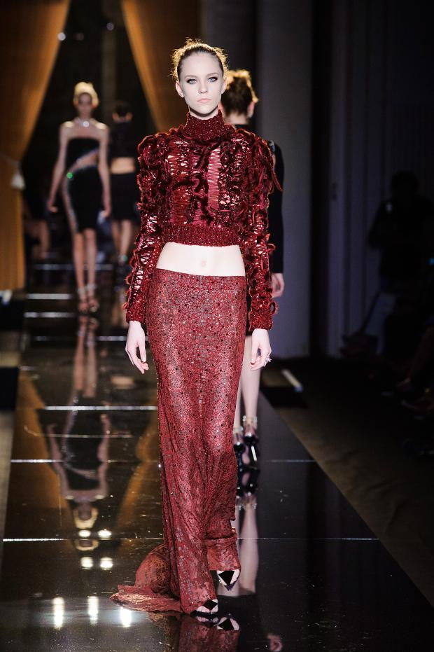 Versace atelier fall 2013 susanna galanis classical for Haute couture atelier